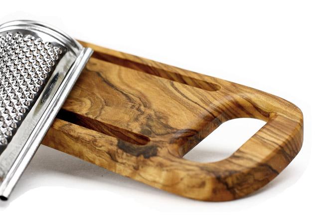 ArteLegno社オリーブでできたパルミジャーノおろし金