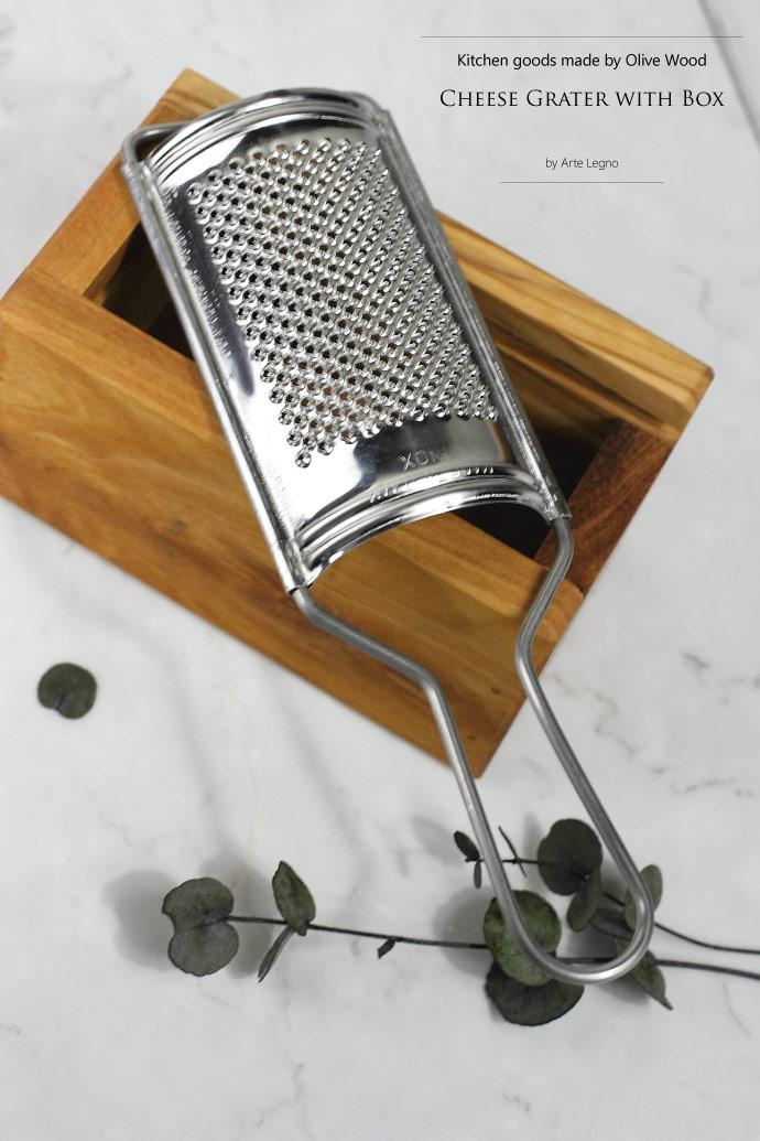 オリーブの木 ボックス付チーズ用グラッター アルテレニョ社 イタリア製 (Italian olive cheese grater with box made by Arte Legno)