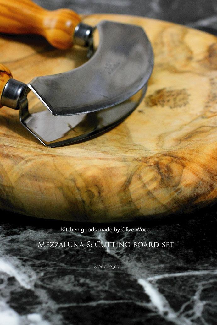 オリーブの木で作られた メッツァルーナ & ボード セット イタリア製 (Italian Mezzaluna & Board Setmade by Arte Legno Olive Wood)